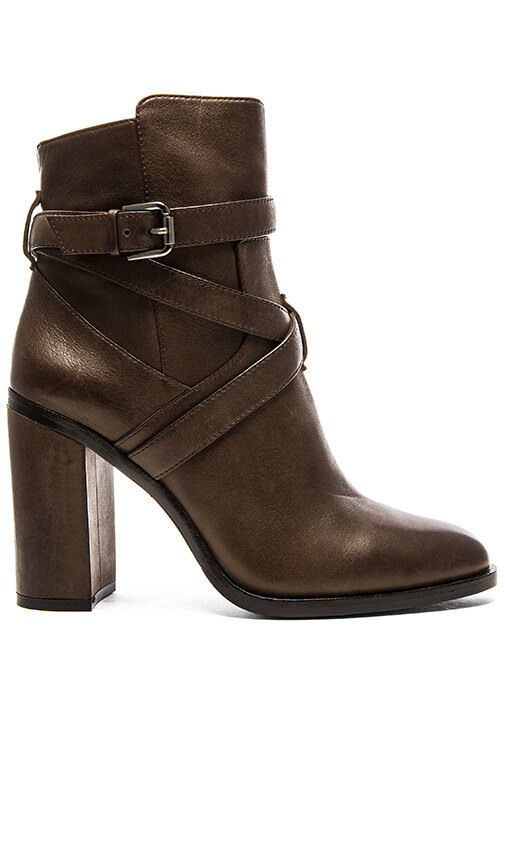 Vince Camuto, 11 515 руб.